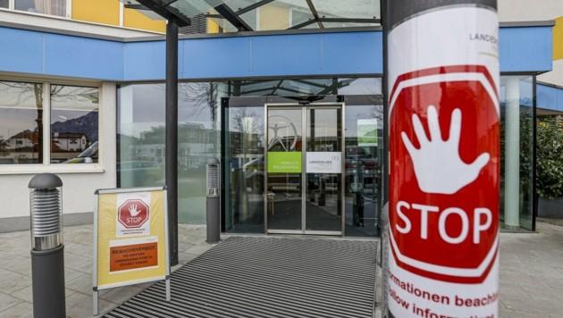 Zwei Frauen blieben zur Beobachtung im Krankenhaus Hallein (Bild: Tschepp Markus)