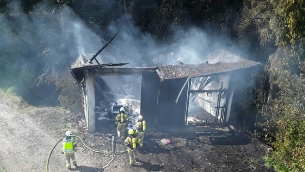 Schuppen brannte komplett ab (Bild: FF Seekirchen)