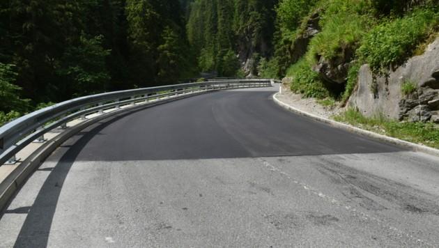 Der Straßenabschnitt ist nun vollständig saniert. (Bild: zoom.tirol)