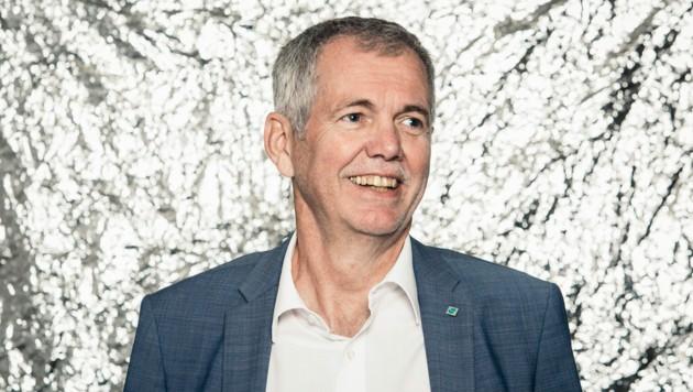 """Robert Sturn hat sein gesamtes Berufsleben bei der Vorarlberger Landesversicherung (VLV) verbracht. Er ist dort gewissermaßen """"die Verlässlichkeit in Person"""" . (Bild: Mathis Fotografie)"""