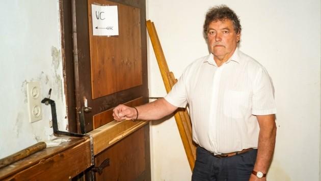 Die antike Registrierkasse von Johannes Eichberger wurde von Einbrechern zerstört. (Bild: Scharinger Daniel)