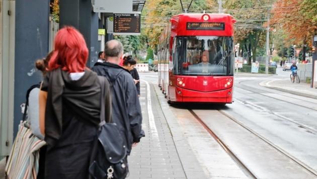 Bei einer Straßenbahnhaltestelle in Innsbruck wurde im Vorjahr ein Steirer verletzt. (Bild: Birbaumer Christof)
