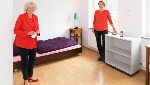 Landesrätin Katharina Wiesflecker und Bürgermeisterin Andrea Kaufmann besichtigten die Notschlafstelle in Dornbirn. (Bild: VLK/Daniel Furxer)
