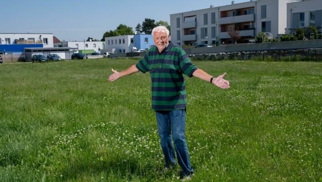 Dietrich Raidl will die Grünfläche für die Nachbarskinder erhalten (Bild: Imre Antal)