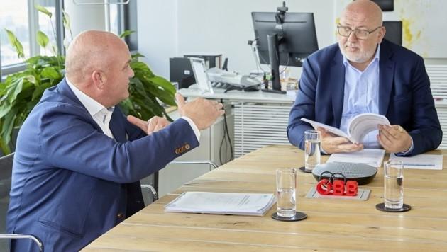 Arbeiterkammer-Präsident Wieser (li.) und ÖBB-Vorstandschef Matthä besprachen die umfangreiche Öffi-Studie. (Bild: photonews.at/Georges Schneider)