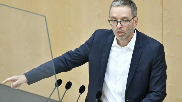 Laut Herbert Kickl sollen die Identitären auch während seiner FPÖ-Obmannschaft keine Funktion in der Partei ausüben können. (Bild: APA/HERBERT NEUBAUER)
