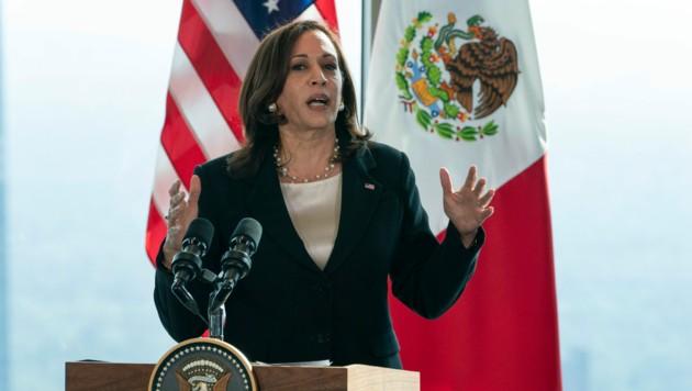 Kamala Harris bei einer Pressekonferenz in Mexico City (Bild: Associated Press)