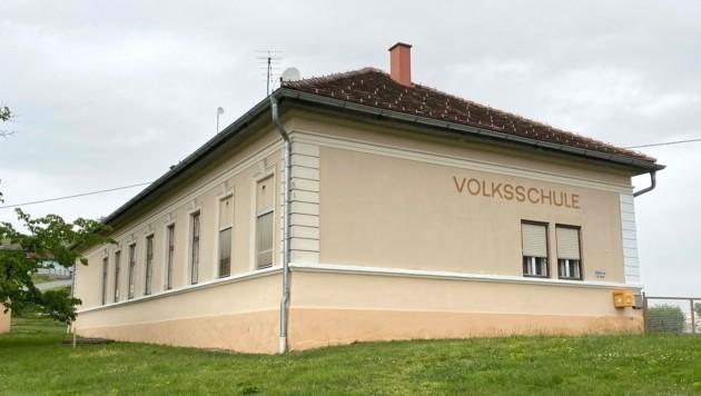 Das Schulgebäude ist stark sanierungsbedürftig. (Bild: FPÖ Jennersdorf )