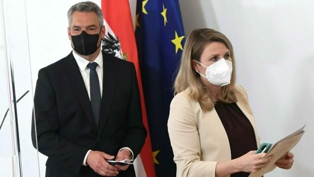 Innenminister Nehammer und Integrationsministerin Raab (Bild: APA/Helmut Fohringer)
