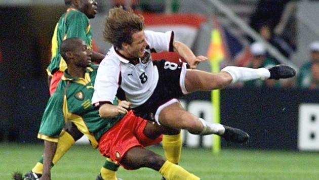 1990 noch ohne Einsatzminute, dafür bei der WM 1998 (hier gegen Kamerun) in allen drei Partien dabei: Heimo Pfeifenberger. (Bild: EPA)