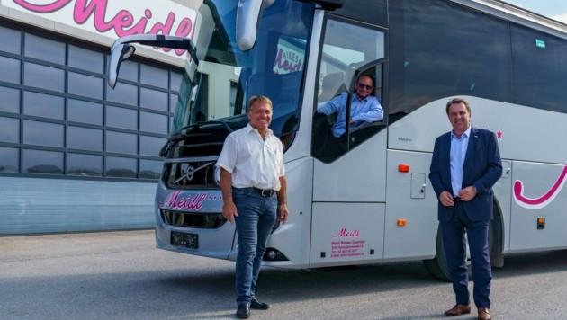 Start für voll besetzte Reisebusse, darüber freuen sich auch Norbert Brunner (li.) und Wolfgang Ecker. (Bild: Josef Bollwein)