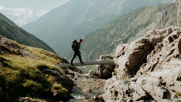 Der Tiroler Tourismus will wieder mehr seinen Werbebildern entsprechen: Sanfter, naturschonender, Klasse statt Masse. (Bild: TW/Charly Schwarz)