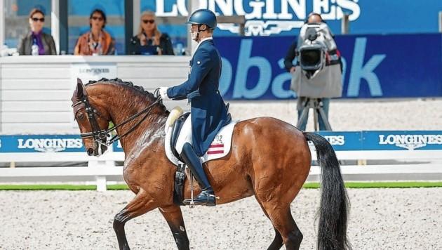 Dressurreiter Florian Bacher kämpft am Freitag um ein Olympiaticket. (Bild: Tomas Holcbecher/holcbecher.com)