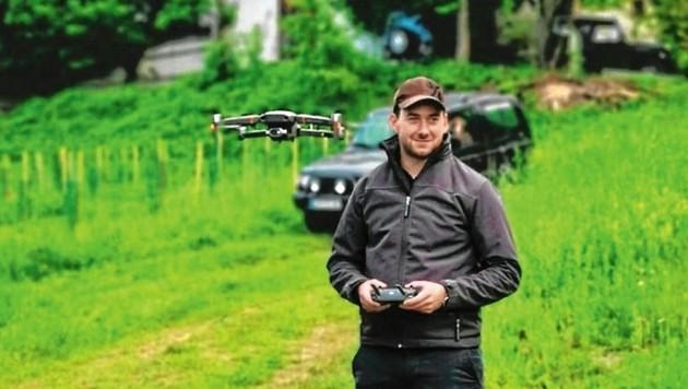Hannes Weishaupt, Drohnenpilot und Jäger, konnte bereits 35 Rehkitze und einen Wildhasen vor dem Mähtod bewahren. (Bild: Weishaupt)