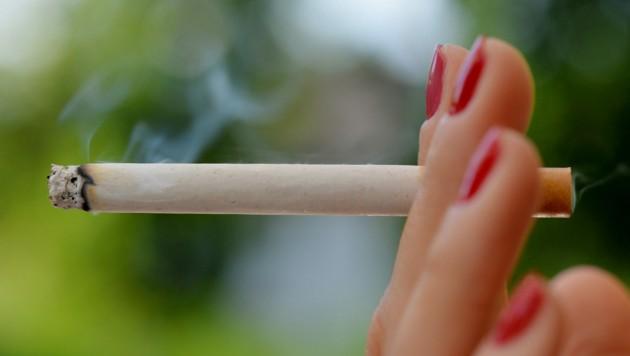 Rauchen kann nach Operationen die Heilung stark beeinträchtigen (Bild: Frank May / dpa Picture Alliance / picturedesk.com)