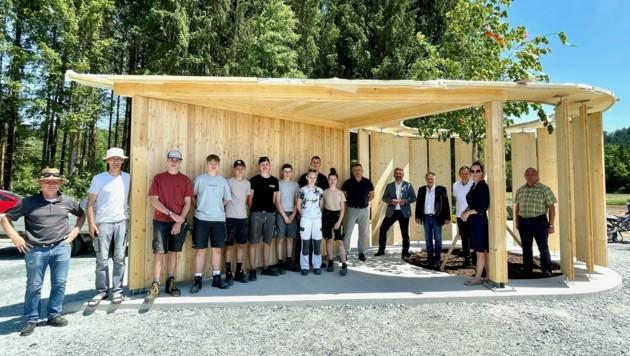 Besuch der jugendlichen HTL-Bautechniker mit Landesrat Dorner beim fertigen Hydro Pin. (Bild: Büro LR Dorner)