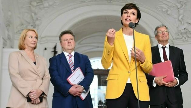 SPÖ-Chefin Rendi-Wagner mit Bures, Ludwig, Kaiser (Bild: APA/Helmut Fohringer)