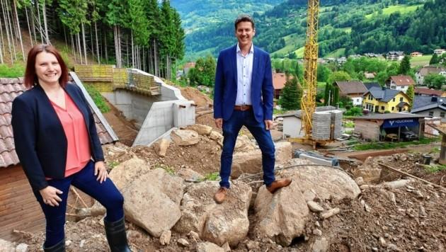Michaela Oberlassnig und Daniel Fellner auf der Baustelle. (Bild: Kimeswenger Fritz)