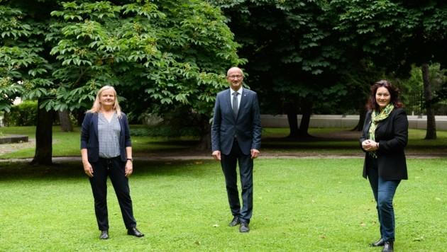 Geschäftsführerin der Tiroler Kulturinitiativen Helene Schnitzer (links), LR Anton Mattle und LHStv. Ingrid Felipe. (Bild: Franz Oss Photography)