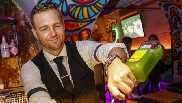 Pepe-Barchef James Broucek in seinem Element. (Bild: Tschepp Markus)