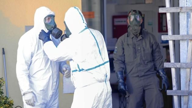 Sogar das Bundesheer musste im Mürztaler Pflegeheim Tannenhof helfend eingreifen. (Bild: ERWIN SCHERIAU / APA / picturedesk.com)
