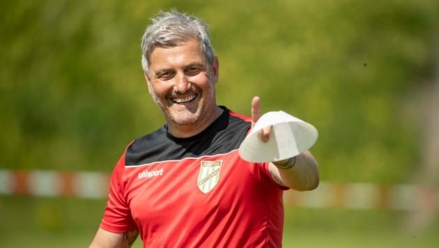 Für Markus Mader ist es heute sein erstes Pflichtspiel als Trainer der Lustenauer Austria. (Bild: Maurice Shourot)