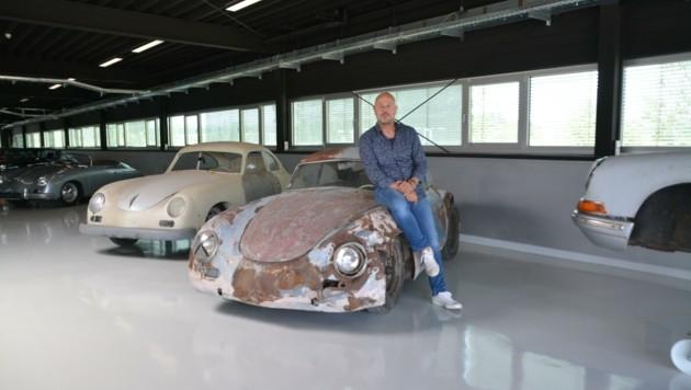 Florian Scheuer in seiner Appointment Hall in Parndorf. Am 31. Juli lädt er zum Porsche-schauen in seine Halle. (Bild: Charlotte Titz)