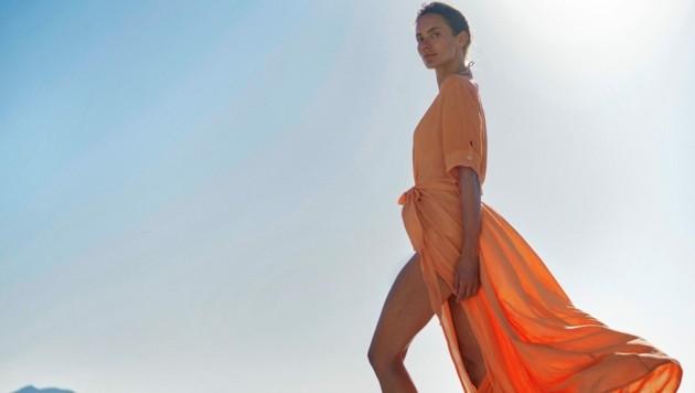 Traumhafte Kleider made in Austria: Bunte Farben und luftige Schnitte gibt's beim Label Van Dalsky. (Bild: Van Dalsky/Baris Aktinmaz)