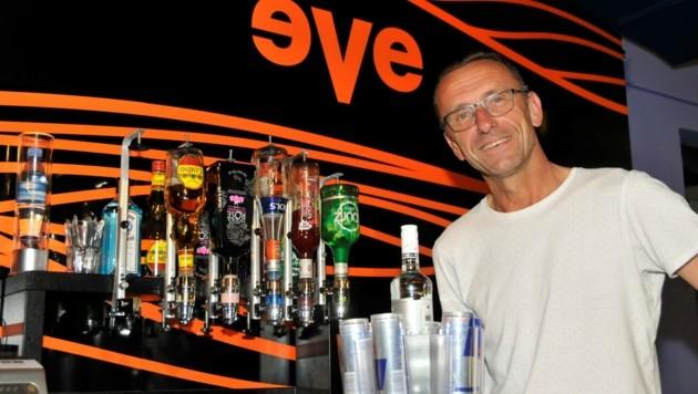 """EVE-Bar Disco-Besitzer Ewald Eschelmüller freut sich auf das hoffentlich bald mögliche """"vernünftige Aufsperren"""". (Bild: René Denk)"""