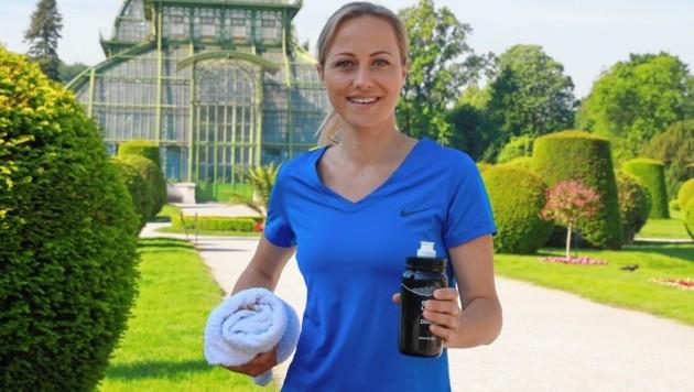 Fit wie ein Turnschuh: Alina Zellhofer, startklar zur Laufrunde im Schönbrunner Schlosspark - am Montag ist sie ab 14 Uhr (ORF 1) im EURO-Studio im Einsatz. (Bild: Zwefo)
