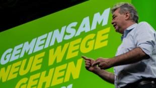 Grünen-Chef und Vizekanzler Werner Kogler verteidigte die Regierungsbeteiligung mit deutlichen Worten. (Bild: FOTOKERSCHI.AT/WERNER KERSCHBAUM)
