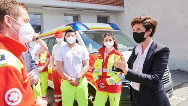 Pamela Rendi-Wagner bei einem Besuch der Einsatzzentrale des Samariterbundes in Wien-Fünfhaus (Bild: APA/SPÖ/PRINZ)