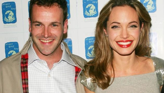 Jonny Lee Miller und Angelina Jolie bei einem Event im Jahr 2005 (Bild: 2005 Getty Images)