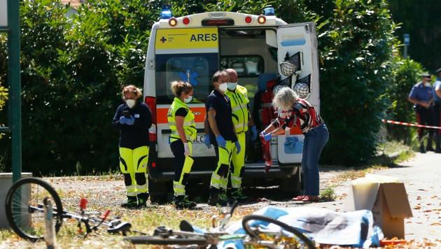 Rettungskräfte konnten nur noch den Tod von zwei Kindern und einem älteren Mann feststellen. (Bild: LaPresse)