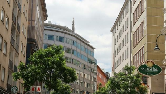 Schauplatz des schockierenden Verbrechens am helllichten Tag war vergangenen Freitag eine noble Adresse in der Rotenturmstraße im Herzen der Bundeshauptstadt. (Bild: Zwefo)