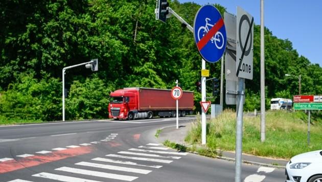 Der Radweg von Ebelsberg nach St. Florian soll zum Teil auch auf der Bundesstraße geführt werden. Das sorgt für Wirbel. (Bild: Alexander Schwarzl)