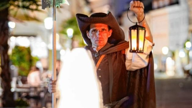Die Nachtwächter-Führung von Horst Ragusch ist gefragt. Da geht es durch dunkle Gassen mit Geschichten von früher. (Bild: Horst Ragusch)