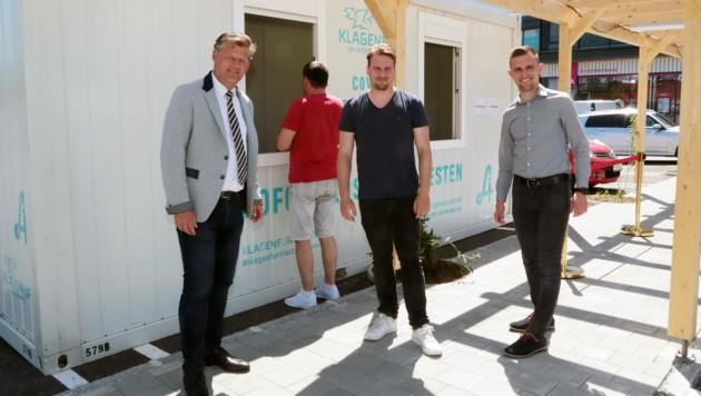 vl.: Bgm. Christian Scheider, Apotheker Walter Auer und GR Maximilian Rakuscha (Bild: StadtPresse/Wajand)