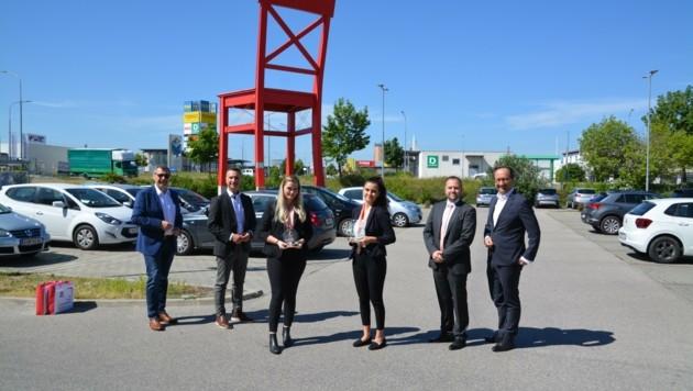 SPÖ-Klubobmann Robert Hergovich, Bundesrat Günter Kovacs und Vize-Bürgermeister Otto Kropf gratulierten. (Bild: Charlotte Titz)