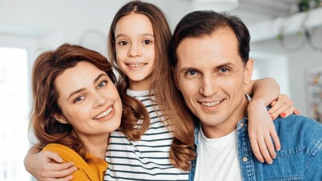 Eine glückliche Familie: Doch in manchen Fällen ist der schöne Schein trügerisch. (Bild: ©Yakobchuk Olena - stock.adobe.com)