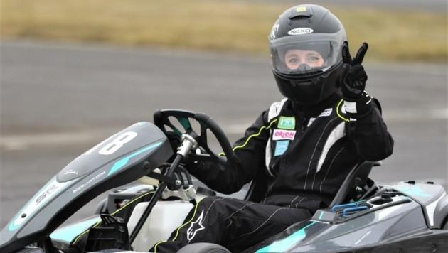 NASCAR-Rennfahrerin Alina Loibnegger zeigt mit Profi-Technik, wie flott und sicher sich die Runden in der Speedarena in Rechnitz drehen lassen. (Bild: motorsportaktiv)