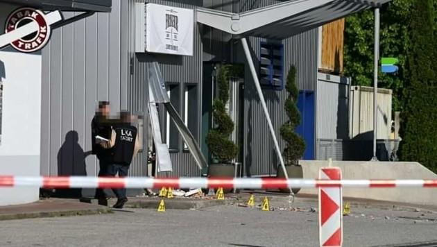 Die Fassade der Bank wurde durch die Wucht der Explosion stark in Mitleidenschaft gezogen. (Bild: zVg)
