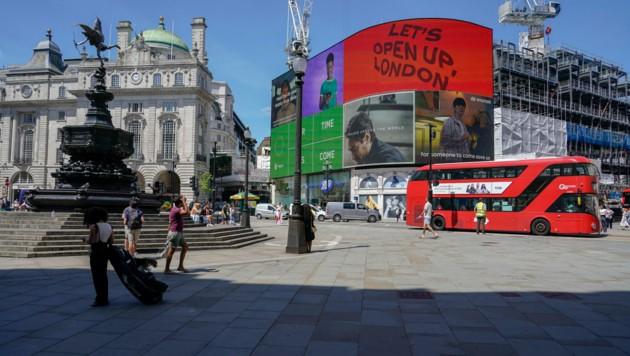 Die sich rasch ausbreitende Delta-Variante veranlasste die britische Regierung in London dazu, geplante Lockerungen um einen Monat zu verschieben. (Bild: AP)