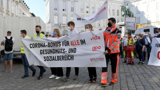 """Protestaktion heuer im Juni; Zahlreiche Beschäftigte im Gesundheitsbereich fühlten sich """"zurückgelassen"""". (Bild: APA/ROLAND SCHLAGER)"""