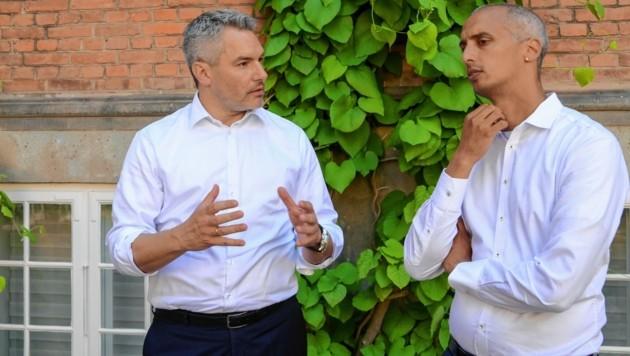 Innenminister Nehammer (links) und sein dänischer Ministerkollege Tesfaye sind beim Thema Migration auf einer Linie. (Bild: BMI/Jürgen Makowecz)