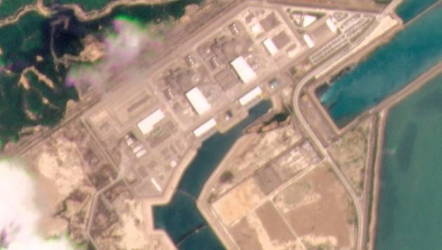 """Der französische Betreiber Framatome spricht von einem """"Leistungsproblem"""" im Block 1 des chinesischen Atomkraftwerks. (Bild: AP/Planet Labs Inc.)"""