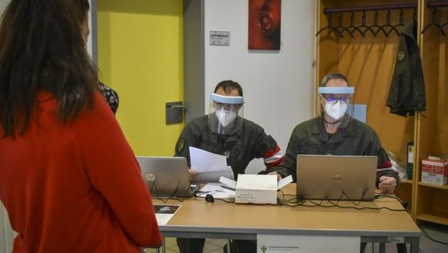 Die Soldaten waren unter anderem für die Registrierung bei Impf- und Testterminen zuständig. (Bild: Bundesheer/Jägerbataillon 19)