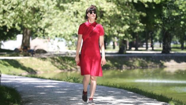 Katharina Ferner beim Spaziergang in der Heimat Salzburg (Bild: Tröster Andreas)