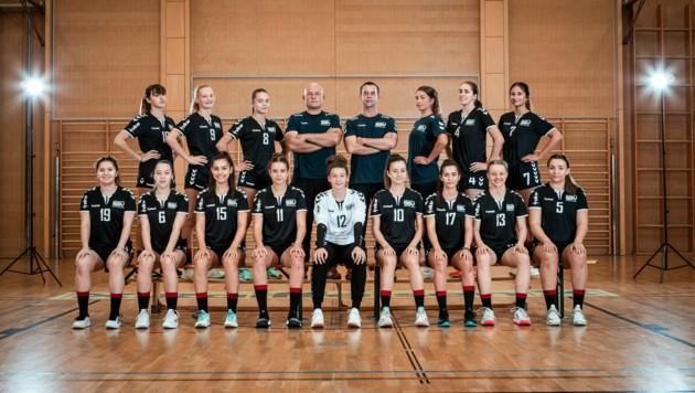 Hoch motiviert: Das Team um U18-Trainer Lajos Szöveds und Réka Lovászi will unbedingt eine Medaille ins Land holen. (Bild: Foto : www.fasching.photo)