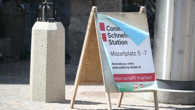 In den Gemeinden können die Testkapazitäten wegen wenig Andrang heruntergeschraubt werden. In der Stadt wurden sie am Mozartplatz gebündelt. (Bild: Tröster Andreas)